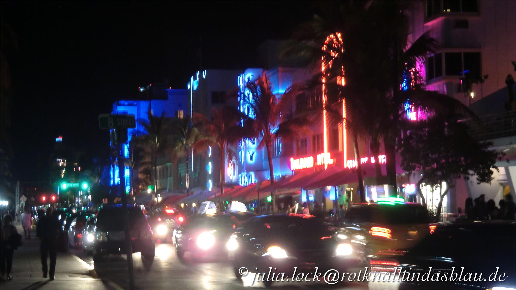 Miami Beach At Night Rot Knallt In Das Blau